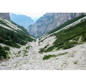 descending in the Monfalconi di Cimoliana valley