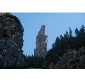 Salendo la Val Montanaia, il Campanile spunta all'improvviso, imponente e assurdo