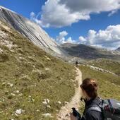 Long hiking day with @backroadstravel   #vistdolomiti #dolomiti #dolomites #unesco #unescoworldheritage #dolomitifriulane #mountains #mountainlovers #montagna #landscape #landscapephotography #paesaggio #nature #natura #fvg #hiking #escursione #beauty #trekking #italy #happiness #outdoor #outdoorphotography  #liveoutdoor #outdoorlife #explore
