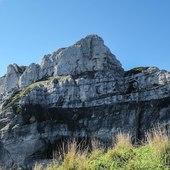 Mt Borgà has eyes always looking north 👀   #vistdolomiti #dolomiti #dolomites #unesco #unescoworldheritage #dolomitifriulane #mountains #mountainlovers #montagna #landscape #landscapephotography #paesaggio #nature #natura #fvg #hiking #escursione
