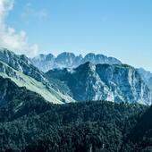 Mt. Lodina and Vaccalizza massif  #vistdolomiti #dolomiti #dolomites #unesco #unescoworldheritage #dolomitifriulane #mountains #mountainlovers #montagna #landscape #landscapephotography #paesaggio #nature #natura #fvg #hiking #escursione