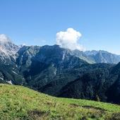 The eastern side of Zemola valley: mt Duranno, Centenere ridge, mt Porgeit, and behind mt Lodina and Vacalizza   #vistdolomiti #dolomiti #dolomites #unesco #unescoworldheritage #dolomitifriulane #mountains #mountainlovers #montagna #landscape #landscapephotography #paesaggio #nature #natura #fvg #hiking #escursione