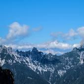 Cloudy peaks ☁️ ⛅️   #vistdolomiti #dolomiti #dolomites #unesco #unescoworldheritage #dolomitifriulane #mountains #mountainlovers #montagna #landscape #landscapephotography #paesaggio #nature #natura #fvg #hiking #escursione